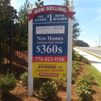 Exterior homebuilder entry sign
